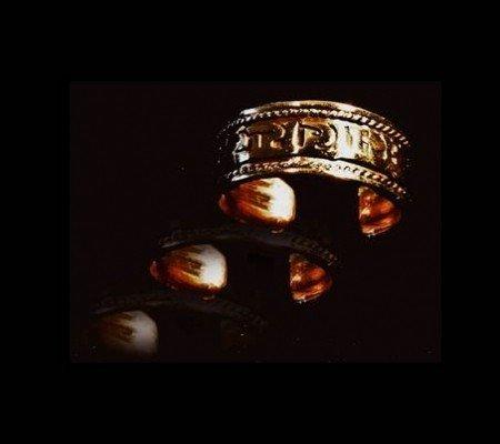 Ring Tibet met Om Mani Pad Me Hum koperverguld