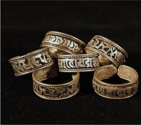 Ring Tibet met Om Mani Pad Me Hum witmetaal